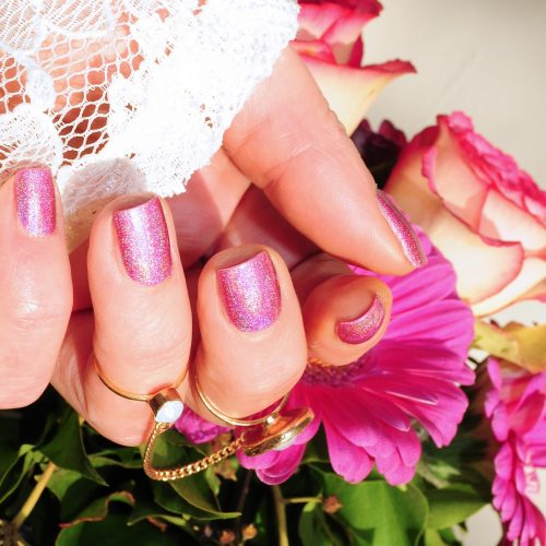 manicure-with-nail-varnish